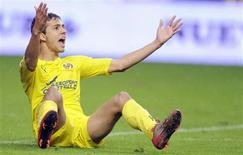 <p>O atacante brasileiro Nilmar quase pôs o Villarreal à frente no placar aos 13 minutos, num gramado encharcado pela chuva no Estádio Molinon. 31/10/2010 REUTERS/Eloy Alonso</p>