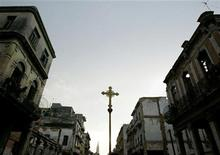 <p>A cross is carried through downtown Havana during the procession of the Virgin of Charity of Cobre, September 8, 2003. REUTERS/Claudia Daut</p>