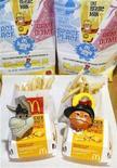 """<p>""""Хэппи-мил"""" с игрушками по мультфильму """"Шрек навсегда"""" в Лос-Анджелесе 22 июня 2010 года. Сан-Франциско стал первым крупным городом в США, запретившим дарить детям игрушки при продаже им нездоровой пищи. REUTERS/Mario Anzuoni</p>"""