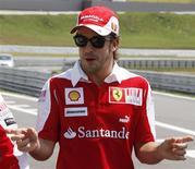 <p>Líder da Fórmula 1 Fernando Alonso disse esperar ver seu companheiro de Ferrari Felipe Massa vencer as duas últimas provas da temporada. REUTERS/Paulo Whitaker</p>