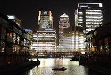 <p>The Canary Wharf financial district is seen during mid-evening in East London March 26, 2009. REUTERS/Toby Melville</p>