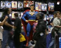 <p>Imagen de archivo de un maniquí de Superman en una tienda en San Diego. Jul 26 2007 Una pieza de 1942 usada para la portada de un cómic de Superman será subastada por primera vez el miércoles, en medio de un próspero mercado de artículos coleccionables donde los viejos superhéroes pueden cambiar de manos por más de un millón de dólares. REUTERS/Mike Blake/ARCHIVO</p>