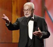 <p>Дино Де Лаурентис принимает награду имени Дэвида Сэлзника на церемонии вручения наград продюсерам в Лос-Анджелесе 17 января 2004 года. Кинопродюсер Дино Де Лаурентис, создатель почти 500 фильмов и лауреат премии Оскар, скончался в возрасте 91 года в Лос-Анджелесе, сообщают итальянские СМИ. REUTERS/Jim Ruymen</p>