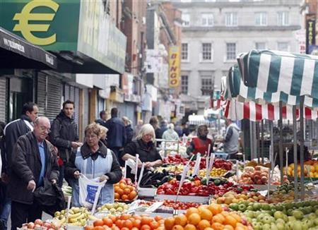 A stall holder sells fruit, on the north side of Dublin October 2, 2010. REUTERS/Cathal McNaughton