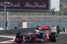<p>Piloto Lewis Hamilton, da McLaren, foi o mais rápido dos treinos livres para o GP de Abu Dhabi de Fórmula 1. REUTERS/Steve Crisp</p>