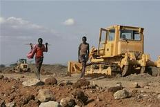 <p>A road under construction near Isiolo town, about 320 km (200 miles) north of Kenyan capital Nairobi, July 7, 2008. REUTERS/Antony Njuguna</p>