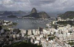 <p>An aerial photograph of the popular tourist attraction Sugar Loaf mountain in Rio de Janeiro, April 8, 2010. REUTERS/Sergio Moraes</p>