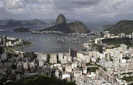 An aerial photograph of the popular tourist attraction Sugar Loaf mountain in Rio de Janeiro, April 8, 2010. REUTERS/Sergio Moraes