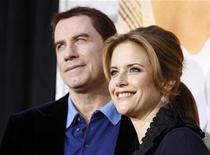 """<p>John Travolta e sua esposa Kelly Preston na estreia de """"A Última Música"""" em Hollywood, em março. O casal anunciou na terça-feira o nascimento de seu terceiro filho, quase dois anos após a morte do filho Jett. 25/03/2010 REUTERS/Mario Anzuoni/Arquivo</p>"""
