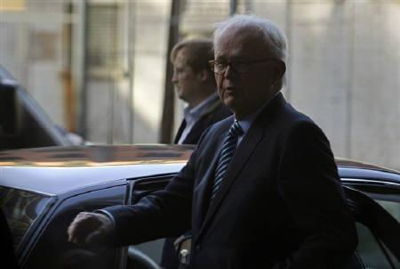 U.S. Special Representative for North Korea Stephen Bosworth gets in a car after a statement reading in Beijing, November 24, 2010. REUTERS/Petar Kujundzic