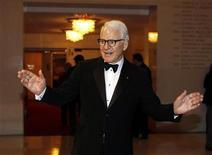 <p>El actor Steve Martin a su llegada a la entrega anual de premios Mark Twain para el humor estadounidense en Washington, nov 9 2010. Martin pasa de la actuación a la música y luego a la escritura con tanta fluidez que da la impresión de que todo se le da muy fácil. REUTERS/Larry Downing</p>