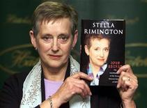 "<p>Former MI5 Director-General Stella Rimington holds a copy of her autobiography ""Open Secret"" at a Central London bookstore September 18, 2001. REUTERS/Stringer</p>"