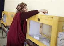 <p>A woman casts her vote for the parliamentary election in a school in old Cairo November 28, 2010. REUTERS/Asmaa Waguih</p>