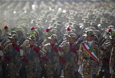 Members of the Iranian army's land force march during a parade to commemorate the anniversary of the Iran-Iraq war (1980-88), in Tehran September 22, 2010. REUTERS/Morteza Nikoubazl