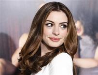 """<p>Anne Hathaway na estreia do filme """"O Amor e Outras Drogas"""" em Hollywood. Hathaway e o ator James Franco serão os apresentadores do Oscar em 2011, informaram os organizadores da premiação nesta segunda-feira. 04/11/2010 REUTERS/Fred Prouser/Arquivo</p>"""