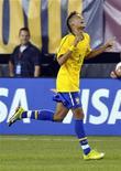 <p>Neymar, do Santos, também já foi chamado pelo técnico da seleção principal, Mano Menezes, e deve comandar o time sub-20 na competição sul-americana. 10/08/2010 REUTERS/Ray Stubblebine</p>