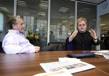 <p>Elton John (R) chats with Simon Kelner, editor of The Independent newspaper at their editorial offices in London November 30, 2010. John is the guest editor of the special World Aids Day edition of the British daily paper due out on Wednesday. REUTERS/Dylan Martinez</p>