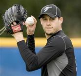 <p>Toronto Blue Jays pitcher Dustin McGowan throws at the team's MLB baseball spring training facility in Dunedin, Florida, February 20, 2010. REUTERS/Fred Thornhill</p>