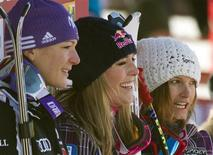<p>First-placed Lindsey Vonn (C) of the U.S. is flanked by her compatriot Julia Mancuso (R) in third place and Maria Riesch of Germany in second place during alpine skiing at the women's World Super G in Lake Louise, Alberta December 5, 2010. REUTERS/Andy Clark</p>