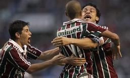 <p>Jogadores do Fluminense comemoram gol de Emerson na vitória de 1 x 0 sobre o Guarani no Engenhão. 05/12/2010 REUTERS/Bruno Domingos</p>