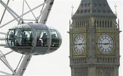 <p>Visitors look out from a pod on the London Eye towards Big Ben and the Houses of Parliament in central London April 6, 2010. REUTERS/Toby Melville</p>