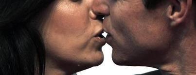 <p>Une habitante de l'Etat du Wisconsin a été arrêtée pour avoir sectionné avec les dents la langue de son mari en l'embrassant. /Photo d'archives/REUTERS</p>