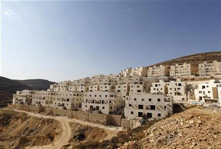 Rows of apartment blocks under construction are seen in the West Bank Jewish settlement of Givat Zeev near Jerusalem November 18, 2010. REUTERS/Baz Ratner