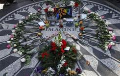 <p>Mementos and flowers left by fans lay around the Imagine mosaic in the Strawberry Fields section of Central Park on the 30th anniversary of the death of former Beatle John Lennon in New York, December 8, 2010. REUTERS/Mike Segar</p>