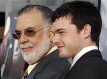 """<p>Diretor Francis Ford Coppola (esq) e o ator Alden Ehrenreich, na estreia do filme """"Tetro"""", em Los Angeles. 03/06/2010 REUTERS/Fred Prouser/Arquivo</p>"""