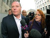 <p>Ex-jogador britânico Paul Gascoigne deixa o tribunal de Newcastle. Gascoigne escapou da prisão apesar de ter sido detido dirigindo com mais de quatro vezes o limite de álcool permitido.09/12/2010 REUTERS/Nigel Roddis</p>