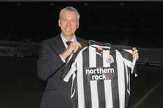 <p>Novo técnico do Newcastle, Alan Pardew, em coletiva de imprensa. 09/12/2010 REUTERS/Nigel Roddis</p>