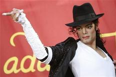 <p>The wax figure of late pop star Michael Jackson is unveiled at Madame Tussauds in Hollywood, California August 27, 2009. REUTERS/Mario Anzuoni</p>
