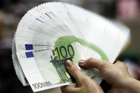 Euro-Geldscheine in Taipeh am 10. Mai 2010. REUTERS/Pichi Chuang