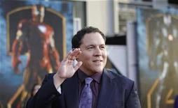 "<p>""Iron Man 2"" director Jon Favreau waves at the movie's premiere at El Capitan theatre in Hollywood, California April 26, 2010. REUTERS/Mario Anzuoni</p>"