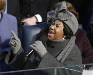 <p>Aretha Franklin na cerimônia de posse do presidente Baraco Obama, em janeiro de 2009. A cantora, ícone do soul, recebeu alta de um hospital em Detroit onde foi submetida a uma cirurgia, supostamente para tratar de um câncer de pâncreas. 20/01/2009 REUTERS/Jason Reed/Arquivo</p>