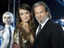 """<p>Olivia Wilde (esq) e Jeff Bridges na estreia mundial do filme """"Tron - O Legado"""", em Hollywood. 11/12/2010 REUTERS/Danny Moloshok/Arquivo</p>"""