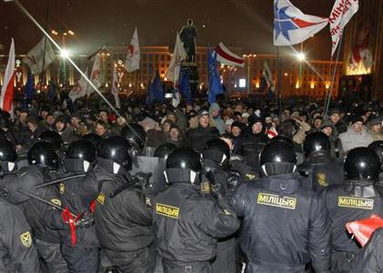 Riot police block opposition supporters during a rally denouncing the results of presidential elections near the Parliament building in central Minsk December 19, 2010. REUTERS/Vasily Fedosenko
