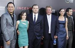 """<p>Актеры фильма """"Начало"""" на премьере фильма в Голливуде, штат Калифорния, 13 июля 2010 года. """"Начало"""" Кристофера Нолана действительно овладело умами людей, в частности, пользователей крупнейшей в мире кинобазы данных IMDB.com. REUTERS/Mario Anzuoni</p>"""