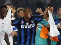 <p>O camaronês Samuel Eto'o comemora após marcar gol da Inter de Milão contra o Mazembe, no sábado, na final do Mundial de Clubes. Nesta segunda-feira, ele foi eleito o Jogador Africano do Ano. REUTERS/Tariq AlAli</p>