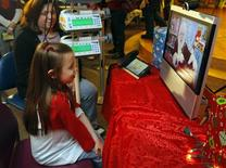 <p>Eight year-old Lily Diangelis speaks with a virtual Santa at Children's Hospital Boston in Boston, Massachusetts December 22, 2010. REUTERS/Brian Snyder</p>