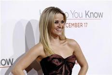 "<p>Cast member Reese Witherspoon poses at the premiere of ""How Do You Know"" at the Mann Village theatre in Los Angeles December 13, 2010. REUTERS/Mario Anzuoni</p>"