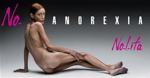 <p>Imagen de archivo de la modelo Isabelle Caro en una campaña publicitaria contra la anorexia. 24 oct 2010. Una modelo francesa que luchó contra la anorexia posando desnuda para una campaña de publicidad mientras sufría la enfermedad murió a los 28 años, informaron el jueves medios franceses. REUTERS/Flash&Partners/Archivo</p>