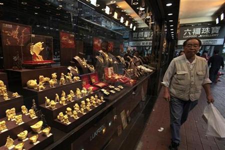 A man walks past a Luk Fook jewellery shop in Hong Kong December 23, 2010. REUTERS/Tyrone Siu