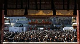 <p>People offer prayers at the start of the new business year at Kanda Myojin Shrine, known as the shrine for prosperous businesses, in Tokyo January 4, 2011. REUTERS/Yuriko Nakao</p>