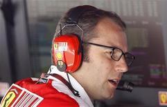 <p>Stefano Domenicali durante sessão de treino para o GP da Hungria em Budapeste, em julho de 2010. O chefe da equipe Ferrari considerou pedir demissão do cargo após um erro de estratégia na última corrida da temporada de 2010, que custou o título mundial a Fernando Alonso. 30/07/2010 REUTERS/Max Rossi/Arquivo</p>