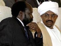 <p>South Sudan President Salva Kiir with Sudanese President Omar al-Bashir, August 11, 2005. REUTERS/ Mohamed Nureldin</p>
