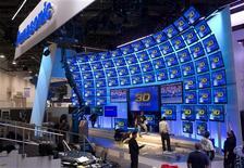<p>Le stand Panasonic au CES, le salon de l'électronique grand public à Las Vegas. Panasonic va étoffer au printemps son service de télévision connectée à internet en y rajoutant des applications afin de concurrencer notamment l'offre Google TV de Google. /Photo prise le 5 janvier 2011/REUTERS/Steve Marcus</p>