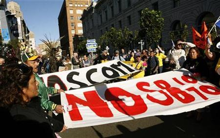 Opponents of Arizona's SB1070 immigration law demonstrate on the streets outside the U.S. Ninth Circuit Court of Appeals in San Francisco, California November 1, 2010. REUTERS/Robert Galbraith