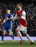 <p>Cesc Fabregas saiu do banco para marcar um pênalti de último minuto e garantir um empate de 1x1 em casa para o Arsenal em uma partida vibrante contra o Leeds United (segunda divisão) pela terceira rodada da Copa da Inglaterra neste sábado. REUTERS/Eddie Keogh</p>