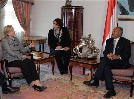 Secretary of State Hillary Clinton (L) talks to Yemeni President Ali Abdullah Saleh at the Presidential Palace in Sanaa January 11, 2011. REUTERS/Khaled Abdullah